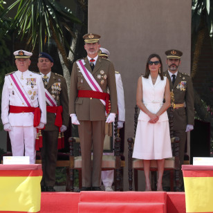 El look de la reconciliación de Letizia y Felipe Varela