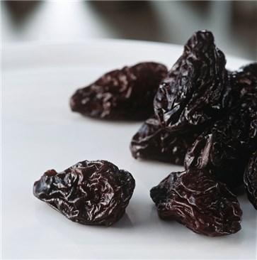 Las ciruelas pasas, una fruta con poder laxante gracias al sorbitol.
