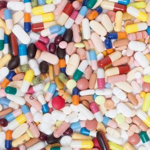 Píldoras y otros fármacos. Foto: Getty