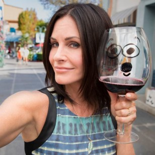 courtney-cox-wine