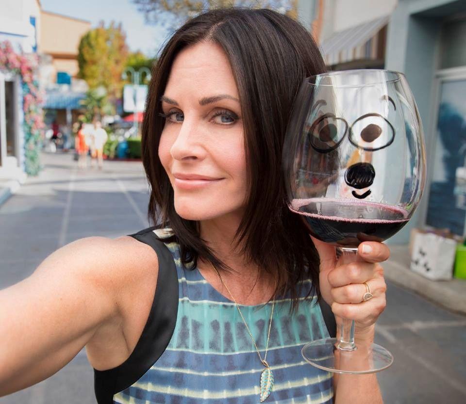 courtney-cox-wine