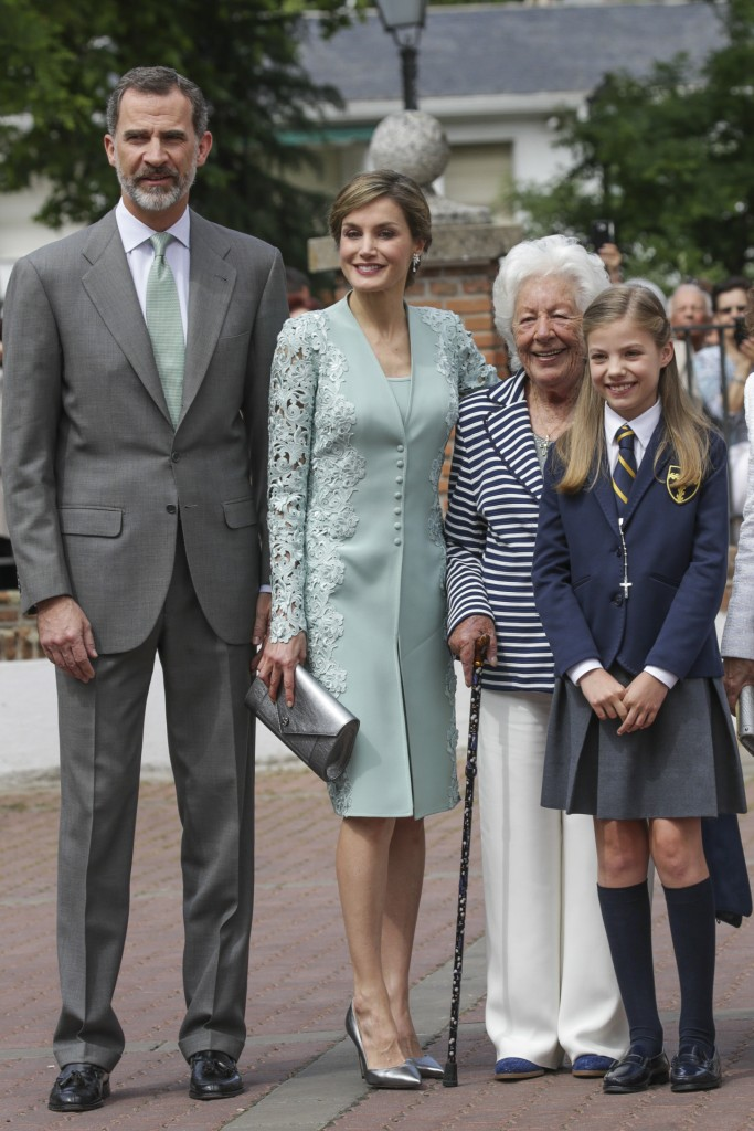Infant Sofia de Borbon during her first holy communion with her parents Spanish King Felipe VI and Queen Letizia and her great grandmother Menchu Alvarez in Madrid, Spain, Wednesday, May 17, 2017