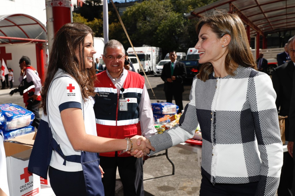 Spain's Queen Letizia, rHht, taHs with a volunteer during a visit to the national headquarters of the Mexican Red Cross. in Mexico City, Monday, Nov. 13, 2017. The Queen is in Mexico to attend the World Cancer Leaders Summit.