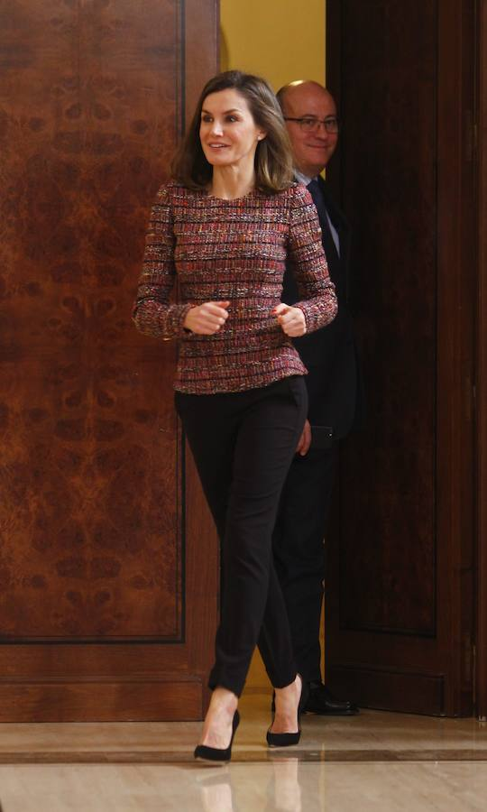 El look wiorking girl tweed de Letizia
