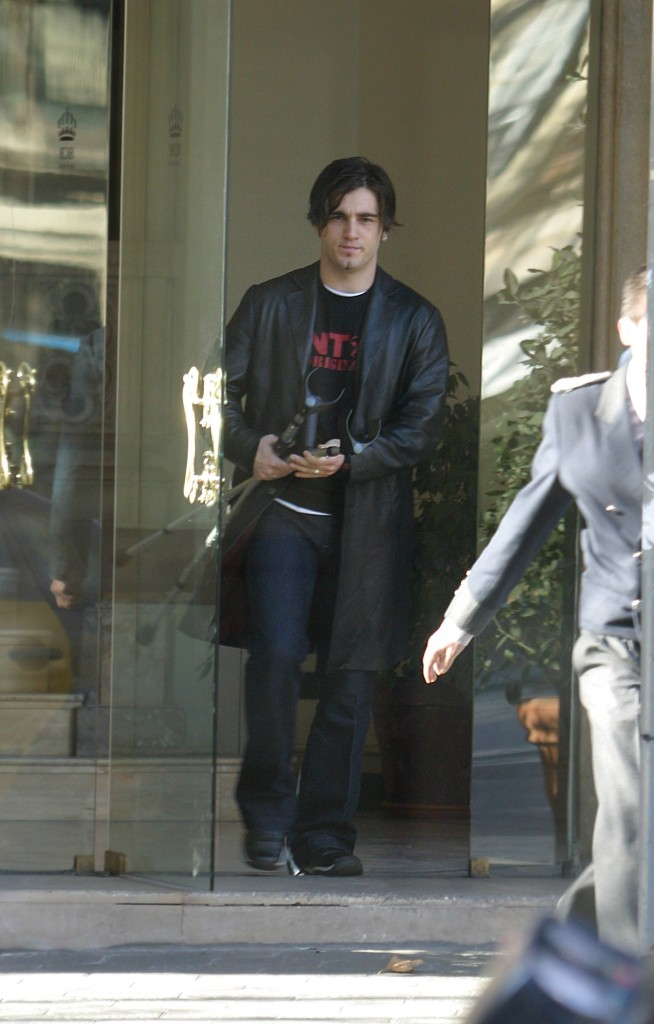El cantante David Bustamante saliendo de un hotel de Barcelona. 169- cordon press