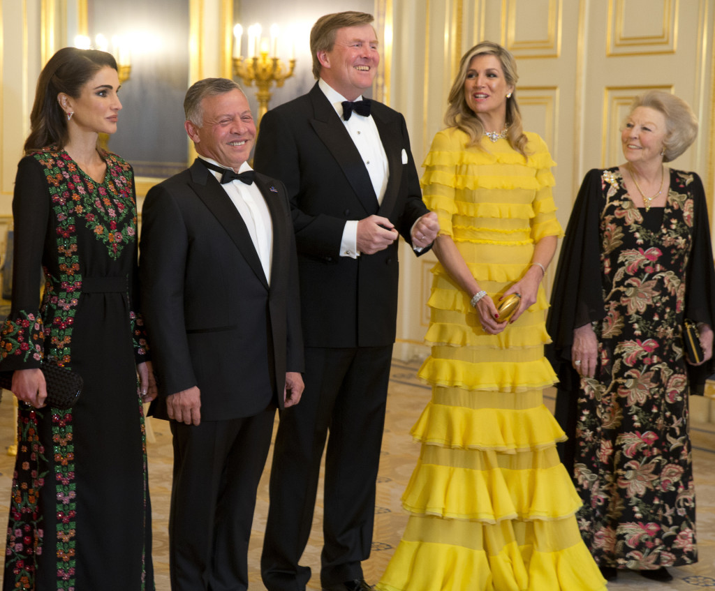 Jordan's King Abdullah II, second left, and Queen Rania, left, Dutch King Willem-Alexander, center, Queen Maxima, second right, and Princess Beatrix, at royal palace Noordeinde in The Hague, Netherlands, Tuesday, March 20, 2018