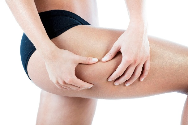 Woman watching her thigh to find cellulite