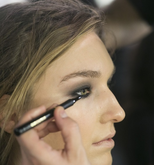 eye liner backstage