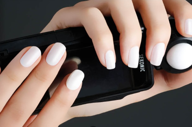Biguine manicura white nails
