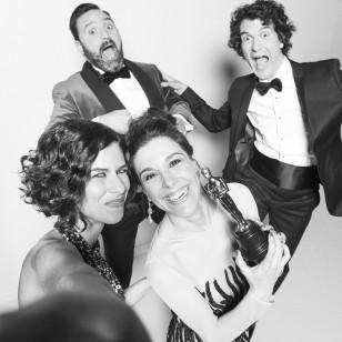 Raquel Sánchez Silva, con el equipo de Pool Fiction para retransmitir los Oscars