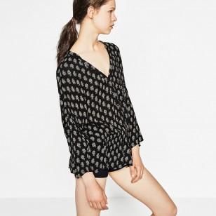 Blusa estampada de Zara (9,99 euros)