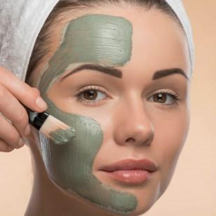 Chica mascarilla arcilla verde